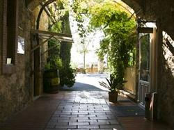 Hotel logis auberge c t jardin conilhac corbi res hotel - Auberge cote jardin lezignan corbieres ...