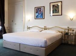 B4 Lyon, Grand Hotel Boscolo Lyon