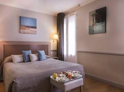 Hotel Apollinaire Paris