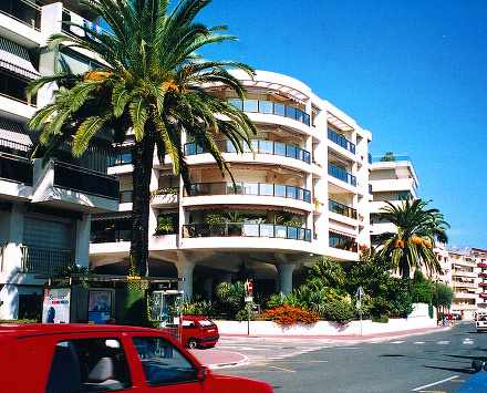 Location appartement vacances cannes location saisonni re for Location garage cannes palm beach